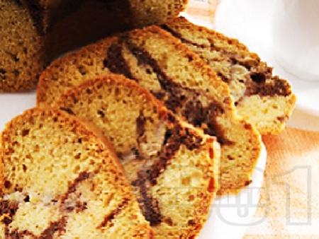 Обикновен пухкав бананов кекс (сладкиш) с какао и кисело мляко - снимка на рецептата